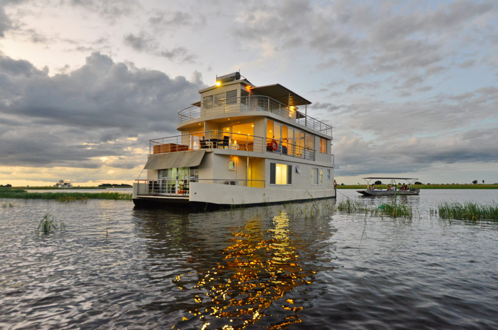luxury houseboat safari